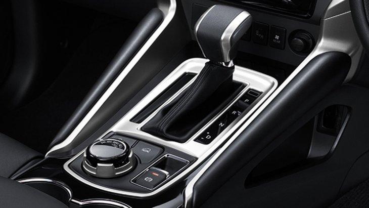 สำหรับระบบเกียร์ที่ติดมากับ Pajero Sport GT Premium โฉมนี้ถือเป็นนวัตกรรมเกียร์อัจฉริยะที่มีอัตราทดเกียร์ถึง 8 จังหวะ พร้อมระบบควบคุมการเปลี่ยนเกียร์แบบไฟฟ้าช่วยให้ทุกการเปลี่ยนเกียร์ทำได้อย่างนุ่มนวล