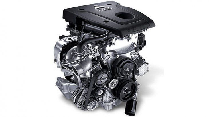 Mitsubishi Pajero Sport GT Premium ติดตั้งเครื่องยนต์ดีเซล Mivec VG Turbo DOHC 16 วาว์ล ขนาด 2.5 ลิตร ให้กำลังสูงสุด 181 แรงม้า ส่งกำลังผ่านระบบเกียร์อัตโนมัติ 8 สปีด พร้อม Sport Mode
