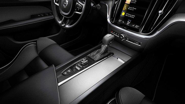 All-new Volvo V60 ปี 2018 มีระบบช่วยขับขี่ แต่เป็นอุปกรณ์มาตรฐานเฉพาะระดับการตกแต่ง Inscription และเป็นออปชั่นสำหรับ Momentum