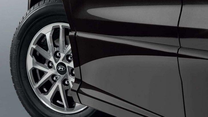 Hyundai H-1 คล่องตัวด้วยรัศมีวงเลี้ยวแคบสุดเพียง 5.6 เมตร