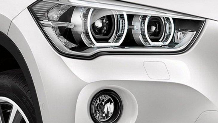 BMW X1 2018 ติดตั้งระบบไฟส่องสว่างด้านหน้าแบบ Bi-LED ที่มีจำนวนดวงไฟรวมกันมากถึง 6 ดวงบ่งบอกความเป็นรถสายพันธุ์ X อย่างแท้จริง