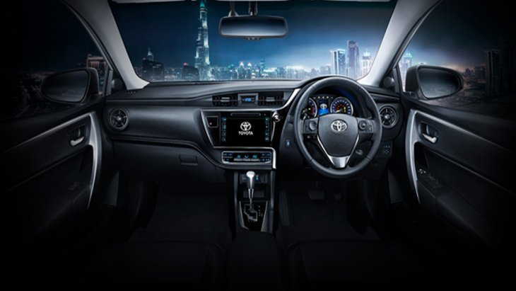 Toyota Corolla Altis 2018 ได้รับการตกแต่งอย่างประณีตด้วยเฉดสีภายในห้องโดยสารโทนสีดำให้ความรู้สึกเข้มทรงพลังผสานกับความหรูหราได้อย่างลงตัว
