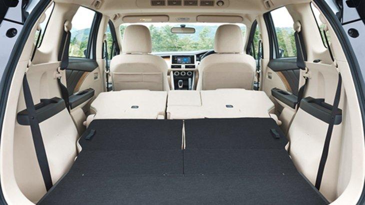 Mitsubishi Xpander 2018 ถูกออกแบบให้สามารถปรับพับเบาะนั่งด้านหลังแนวราบเพื่อเพิ่มพื้นที่ใช้สอยรวมถึงเก็บสัมภาระมากยิ่งขึ้น