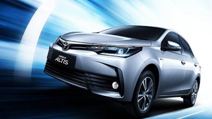 Toyota Corolla Altis 2018 เพิ่มความโดดเด่นด้วยกระจังหน้าโครเมียมสุดโฉบเฉี่ยว และ กระจกบังลมด้านหน้าแบบกันเสียงรบกวน Acoustic Glass อีกทั้งยังติดตั้งแผ่นกันความร้อนใต้ฝากระโปรงหน้า