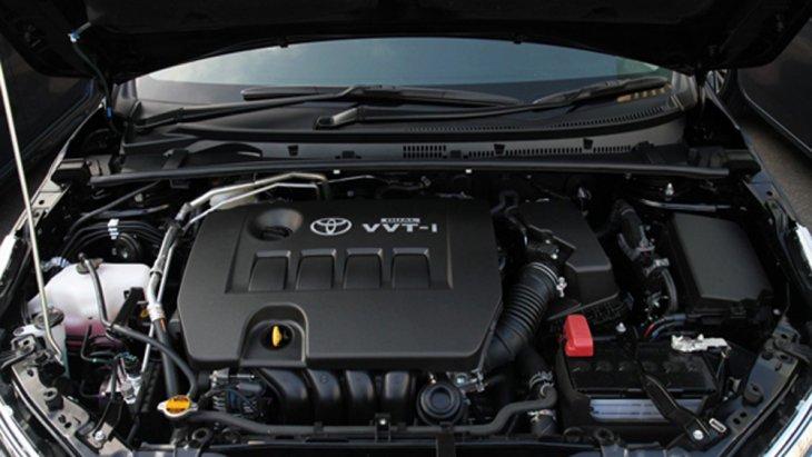 Toyota Corolla Altis 2018 ติดตั้งขุมพลังเครื่องยนต์เบนซิน Dual VVT-i 4 สูบ 16 วาล์ว รหัส 2ZR-FBE ขนาด 1.8 ลิตร ให้กำลังสูงสุด 141 แรงม้า ที่ 6,000 รอบ/นาที แรงบิดสูงสุด 177 นิวตัน-เมตร ที่ 4,000 รอบ/นาที