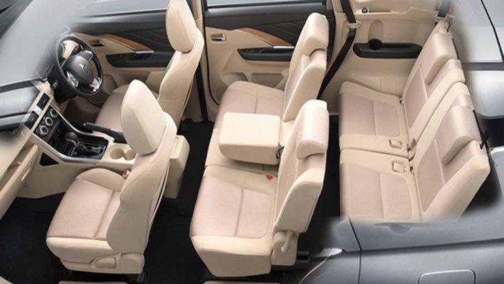 Mitsubishi Xpander 2018 ติดตั้งเบาะนั่งจำนวน 3 แถว 7 ที่นั่ง โดยเบาะนั่งฝั่งคนขับปรับระดับได้ด้วยไฟฟ้า เบาะนั่งแถวที่ 2 แยกพับ 60:40 อีกทั้งเบาะนั่งแถวที่ 2 และ แถวที่ 3 ยังสามารถพับราบได้แบบ Fully Flat