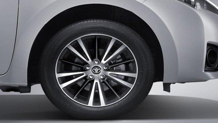 Toyota Corolla Altis 2018 ติดตั้งล้ออัลลอยขนาด 17 นิ้ว พร้อมยางขนาด 215/45 R17