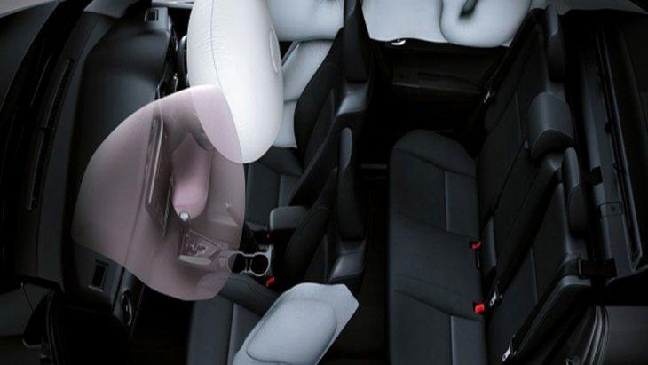 Toyota Corolla Altis 2018 ให้การปกป้องอย่างเต็มที่ผ่านระบบถุงลมเสริมความปลอดภัยคู่หน้า ด้านข้าง ม่านถุงลมนิรภัยด้านข้างและหัวเข่าด้านคนขับแบบ SRS