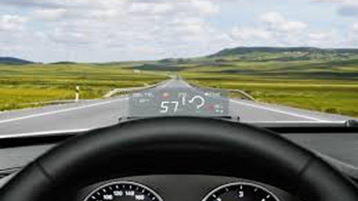 หน้าจอแดชบอร์ดแสดงข้อมูลการขับขี่แบบสี TFT พร้อมมาตรวัดความละเอียดสูงขนาด 5.7 นิ้ว ติดตั้งระบบ BMW Head-Up Display ฉายภาพสีเพื่อแสดงข้อมูลการขับขี่ในระดับสายตาของคนขับ