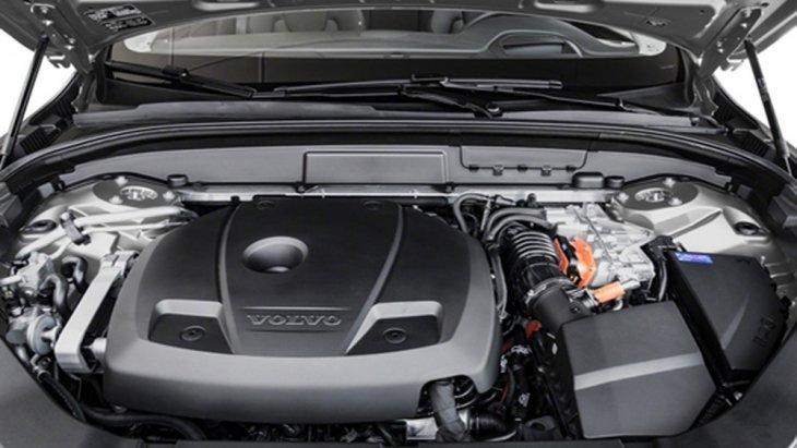 Volvo XC60 T8 ขับเคลื่อนโดยใช้พลังงานไฟฟ้าปลั๊กอินไฮบริด และ เครื่องยนต์เบนซิน Drive-E รหัส B4204T35 ขนาด 2 ลิตร 4 สูบ พร้อมซุปเปอร์ชาร์จ เทอร์โบชาร์จ และ มอเตอร์ไฟฟ้า