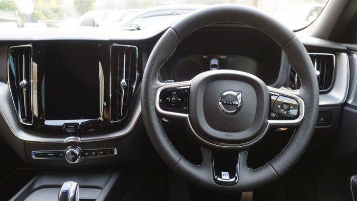 Volvo XC60 T8 ติดตั้งพวงมาลัยแบบ 3 ก้าน พร้อมระบบมัลติฟังก์ชั่น