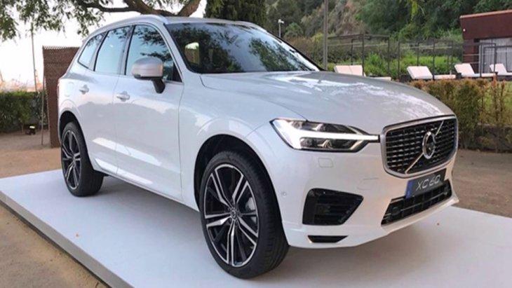 Volvo XC60 T8 โฉมใหม่ปลั๊กอินไฮบริด 2018 โดดเด่นด้วยการดีไซน์รูปโฉมภายนอกถูกปรับให้มีความสปอร์ตมากขึ้นผ่านการตกแต่งสไตล์สแกนดิเนเวียน (R-Design) ที่เรียบง่ายและสง่างาม