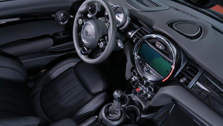 สมรรถนะการขับขี่ด้วยขุมพลังเทคโนโลยี MINI TwinPower Turbo ด้วยเครื่องยนต์ดีเซล 3 สูบ ขนาด 1.5 ลิตร ให้กำลังสูงสุด 136 แรงม้า