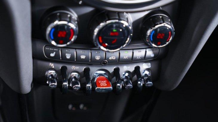 Mini Hatch 3 Door Cooper MY18 มีแรงบิดสูงสุดที่ 220 นิวตัน-เมตร สามารถเร่งความเร็วจาก 0-100 กม./ชม. ได้ภายในเวลา 7.8 วินาที