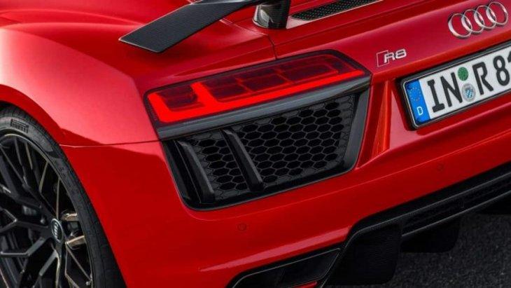 ดีไซน์ด้านหลัง ที่เพิ่มความุดัน และความมีเสน่ห์ของตัวรถ รวมไปถึงความสปอร์ตที่ยากจะเทียบได้ของ Audi R8 V10 Plus Neuberg Edition
