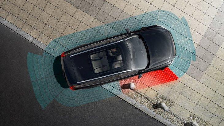 กล้องแบบ 360°  แสดงภาพจากมุมสูงแบบความละเอียดสูงของบริเวณโดยรอบ ระบบจะมีกล้องอยู่ทั้งหมด 4 ตัว  2 ตัวที่กระจกมองข้าง, 1 ตัวที่ด้านหน้ารถ และอีก 1 ตัวที่ด้านหลัง
