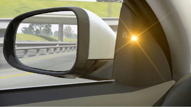 BLIS™ ตัวช่วยในการเปลี่ยนช่องทางเดินรถในการจราจรที่หนาแน่น โดยระบบจะทำการแจ้งเตือน เมื่อมีรถเข้ามาอยู่ในจุดอับสายตาของคุณ