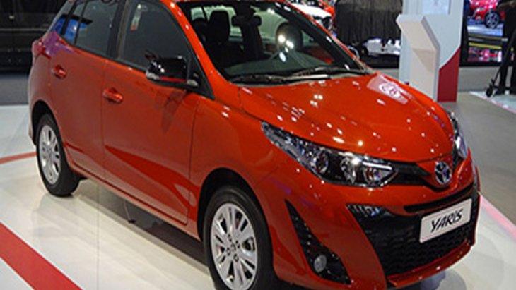 Toyota Yaris 2018 ได้รับการปรับโฉมภายนอกให้ไม่ซ้ำใครเรียบง่ายตามแบบฉบับรถญี่ปุ่นที่ผสานความลงตัวเอาไว้อย่างดีเยี่ยมด้วยไฟหน้าแบบ LED และ ไฟส่องสว่างกลางวันแบบ LED ( Daytime Running Lights)