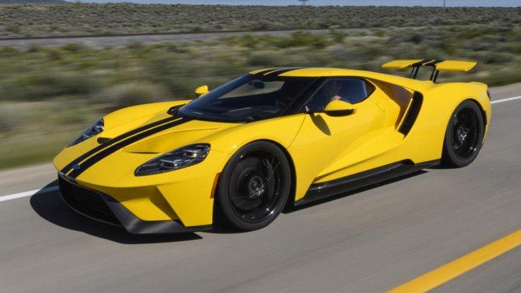 การตกแต่งโดยรวม ได้แก่ การแต่งลักษณะเฉพาะคัน (personalize) ที่จำการขับขี่ของเจ้าของผู้ใช้งานตัวรถ, การใช้ตัวถีงแบบอะลูมิเนียมแบบ forged-aluminum ชิ้นเดียวขึ้นโครงรถ และใช้วัสดุอย่างคาร์บอนไฟเบอร์ (carbon fiber) ตกแต่งเพิ่มเติมด้วย