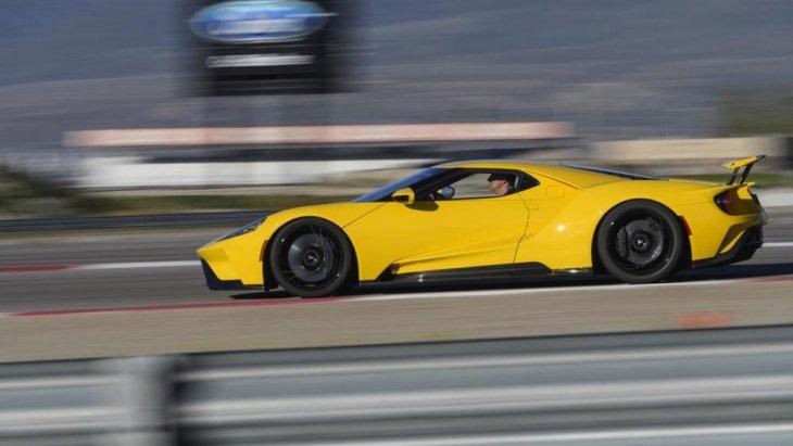 โดย Ford GT นั้น เป็นการแต่งรถแบบ Racing Version (โฉมรถแข่ง) ซึ่งเป็นหนึ่งในรถแบบ Supercar ในเครือของ Blue Oval ที่เป็นผลงานชิ้นโบว์แดงเลยก็ว่าได้