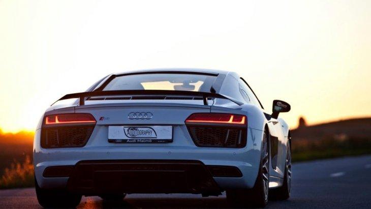 ดีไซน์ด้านหลัง พร้อมสปอยเลอร์ยกสุงตามฉบับ Audi R8