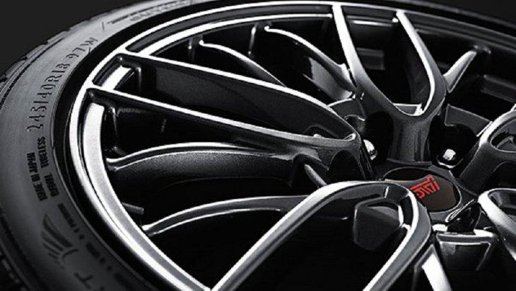 เพิ่มความเป็นสปอร์ตให้กับ SUBARU WRX STI  ด้วยล้ออะลูมิเนียมอัลลอย 18 นิ้ว (สี Dark Gun-Metallic)