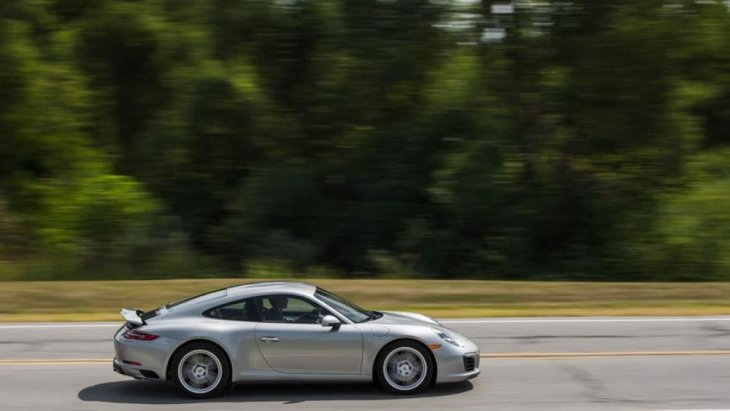 Porsche 911  Carrera 4S ถือว่าเป็นที่กล่าวถึงอย่างมากในเรื่องของความแรง และสมรถนะที่เหนือระดับ ด้วยจุดเด่นกับการขับเคลื่อน 4 ล้อ สามารถตอบสนองต่อการขับขี่ที่ดีที่สุด
