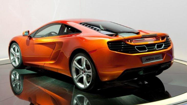 McLaren MP4-12C 2010 ได้รับการออกแบบโดย แฟรงค์ สเตเฟนสัน (Frank Stephenson) นักออกแบบรถยนต์ชาวอเมริกันที่มีชื่อเสียง