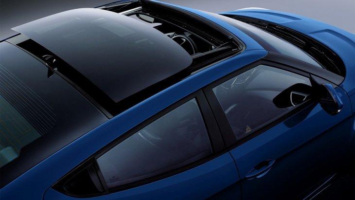 การออกแบบที่ตรงกับไลฟ์สไตล์คนรุ่นใหม่กับรถยนต์ที่มีซันลูฟเท่ๆ