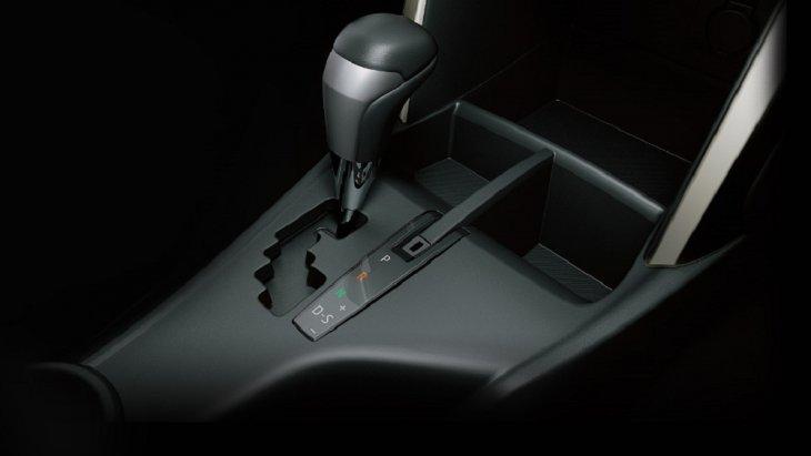 ระบบเกียร์ของ Toyota Innova Crysta 2018  เป็นระบบเกียร์แบบอัตโนมัติ 6 จังหวะ พร้อม Sequential Shift ที่มาพร้อมกับระบบส่งกำลังสุดล้ำ เร่งแซงตอบสนองทันใจ เพียงขยับคันเกียร์ไปที่ + หรือ –