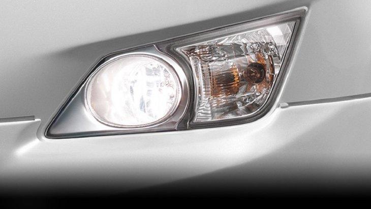 เพิ่มทัศนวิสัยในการขับขี่ Toyota Innova Crysta 2018 ในช่วงเวลาที่ฝนตก หรือหมอกลงจัดด้วยไฟตัดหมอกหน้าที่มีความสว่างไสวเพิ่มมากขึ้น