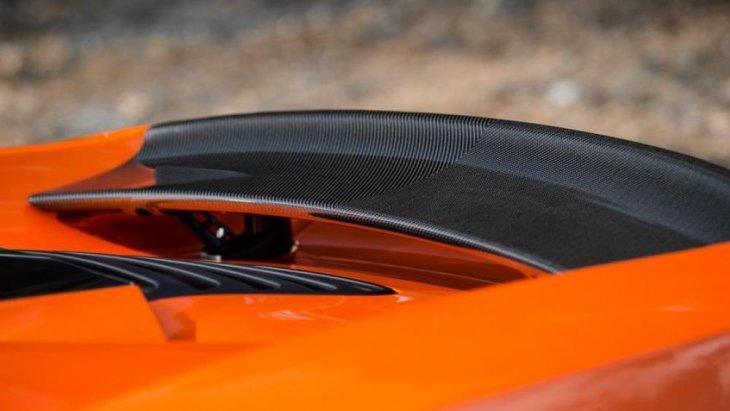 ความเร็วสูงสุดได้ล็อคเอาไว้ที่  350  ก.ม./ช.ม.  ซึ่งถือว่าน้อยกว่าเจ้าตำนาน  Mclaren F1  ที่เคยสร้างชื่อเสียงเอาไว้เมื่อหลายปีที่แล้ว ด้วยตัวเลข 386  ก.ม./ช.ม.