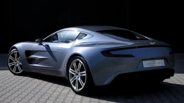 สำหรับผู้มีสิทธ์จะครอบครอง Aston Martin One 77 นั้น จะต้องได้รับการเชิญให้ไปซื้อเพียงเท่านั้น ถึงจะมีสิทธ์ครอบครองสุดยอดรถยนต์สปอร์ตซุปเปอร์คาร์ชั้นสูงคันนี้ได้