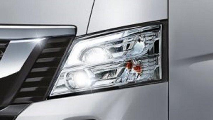 NISSAN URVAN  สวยโดดเด่นด้วยไฟหน้าโปรเจคเตอร์ LED ใหม่พร้อม LED SIGNATURE LIGHT มาพร้อมกับระบบปรับระดับอัตโนมัติเพื่อให้มั่นใจได้ว่ามีความปลอดภัยสูงสุด