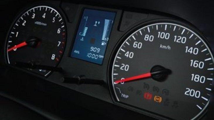 หน้าจอแสดงข้อมูลแบบ Multi-Information แสดงระยะทางขับขี่จากปริมาณน้ำมันที่มีอยู่และคำนวณปริมาณการใช้เชื้อเพลิง