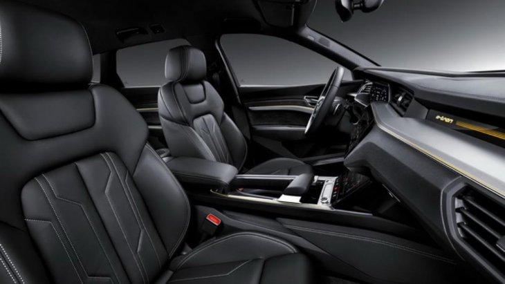 Audi เผยออกมาว่ารถแบบ e-tron SUV Model คันนี้สามารถวิ่งไปได้ถึง 250 ไมล์ (402 กิโลเมตร) จากการชาร์จพลังงานเพียงครั้งเดียว โดยขับเคลื่อนแบบ 4 ล้อ (electric all-wheel drive)