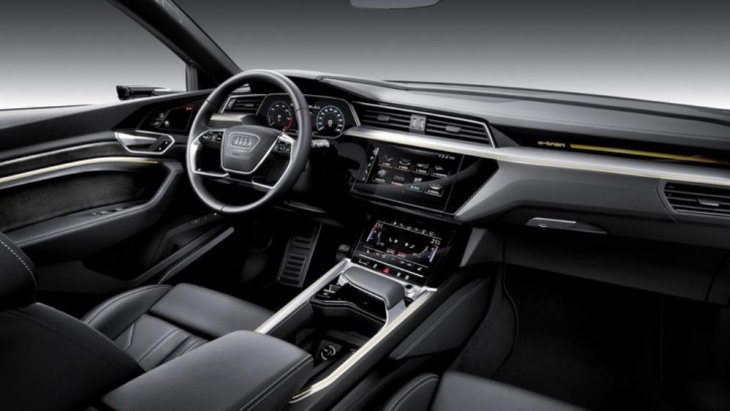 ถือว่าเป็นรถแบบ SUV Model ในพลังงานไฟฟ้าที่ทำความเร็วได้มากพอสมควรเมื่อเทียบกับรถแบบอื่นๆ
