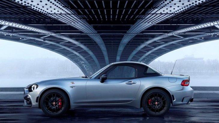 """โดยเจ้ารถแบบรุ่นพิเศษ Limited Edition เจ้า """"Abarth 124 GT"""" คันนี้นั้นจะเปิดตัวออกมาเพียงแค่ 3 สีเท่านั้น"""