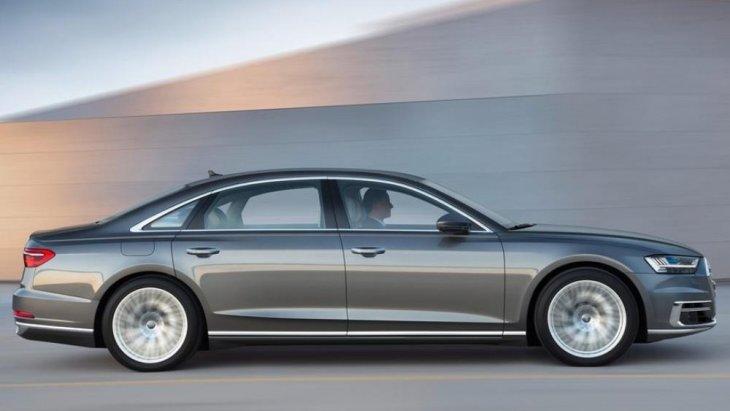 นอกจากนี้ ระบบการขับเคลื่อนเป็นแบบ 4 ล้อ Quattro ที่ช่วยเพิ่มประสิทธิภาพในการขับขี่และความปลอดภัยที่มากขึ้น