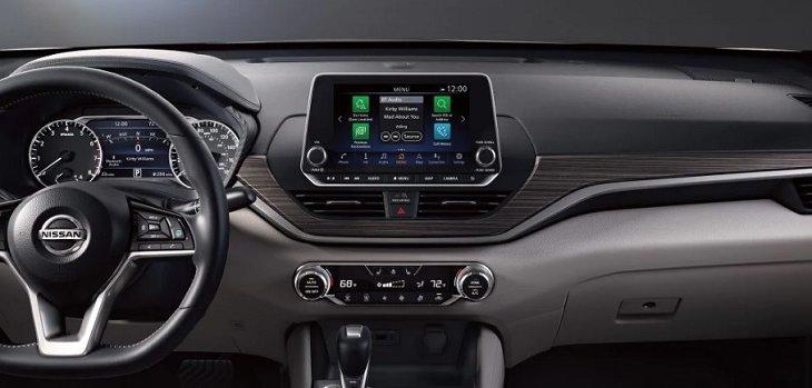 แผงควบคุมฟังก์ชั่นการทำงานของระบบต่างใน Nissan Altima 2019 จัดการอยู่บริเวณคอนโซลกลาง เพื่อความสะดวกสบายในการใช้งาน