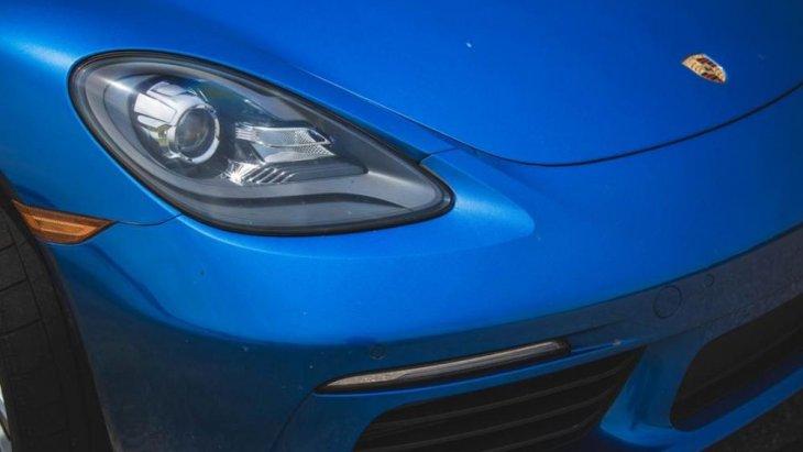 ไฟหน้าแบบ LED ที่มีความเรียวรีและโค้งมนในเวลาเดียวกัน