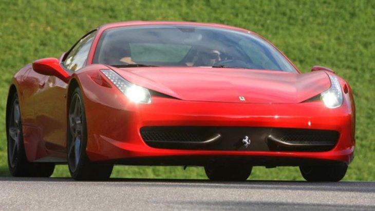 โดย Ferrari 458 Italia เป็นรถสปอร์ตของที่สร้างขึ้นเพื่อสานต่อชื่อของ Ferrari F430 รถสปอร์ตยอดฮิตรุ่นก่อนของค่าย