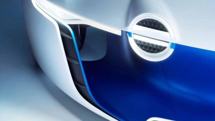 โดยใช้เครื่องยนต์บล็อก V8 ความจุกระบอกสูบ 5.0 ลิตรวางกลางลำ รีดพละกำลัง 450 แรงม้าที่ 6,500 รอบ/นาที