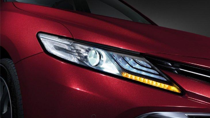 All-new Toyota Camry 2019 สวยโดดเด่นในทุกมุมมองด้วยไฟหน้าแบบ LED พร้อม Daytime Running Lights และไฟเลี้ยวแบบ LED