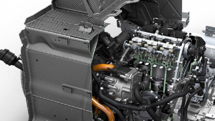 BMW i8 Coupe 2018 มาพร้อมกับขุมพลังไฟฟ้าที่ทำงานควบคู่กับเครื่องยนต์เบนซินเทอร์โบ 3 สูบ ขนาด 1.5 ลิตร ให้กำลังสูงสุด 231 แรงม้า แรงบิดสูงสุด 320 นิวตัน-เมตร