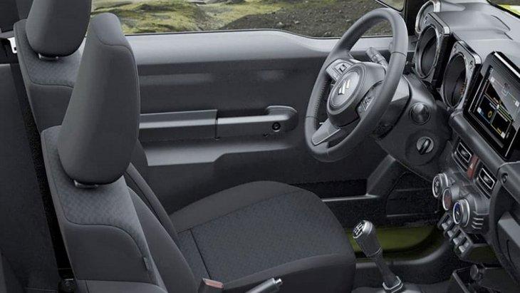 ภายในห้องโดยสารของ Suzuki Jimny 2019 เล็กกะทัดรัดไม่ได้กว้างขวาง แต่เบาะนั่งกระชัดโอบรับสรีระของผู้ขับขี่ได้เป็นอย่างดี