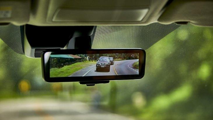 เหนือชั้นด้วยกระจกมองหลังแบบ Intelligent Rearview Mirror พร้อมระบบตัดแสงอัตโนมัติ