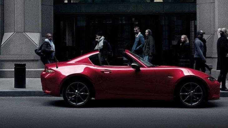 Mazda MX-5 MT มาพร้อมกับเครื่องยนต์สกายแอคทีฟเบนซิน 2.0 ลิตร ไดเร็คอินเจ็คชั่น SKYACTIV-MT เกียร์ธรรมดา 6 จังหวะ