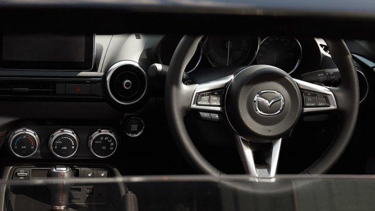 ระบบภายในของ  Mazda MX-5 MT