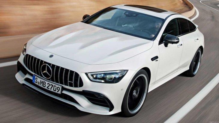 ขยับขึ้นมาเป็นรุ่น Mercedes-AMG GT 63 ที่มาพร้อมเครื่องยนต์เบนซินเทอร์โบชาร์จคู่ V8 ความจุ 4.0 ลิตร ให้กำลังสูงสุด 577 แรงม้า แรงบิดสูงสุด 800 นิวตัน-เมตร ให้อัตราเร่งจาก 0-100 กม./ชม. ในเวลา 3.3 วินาที